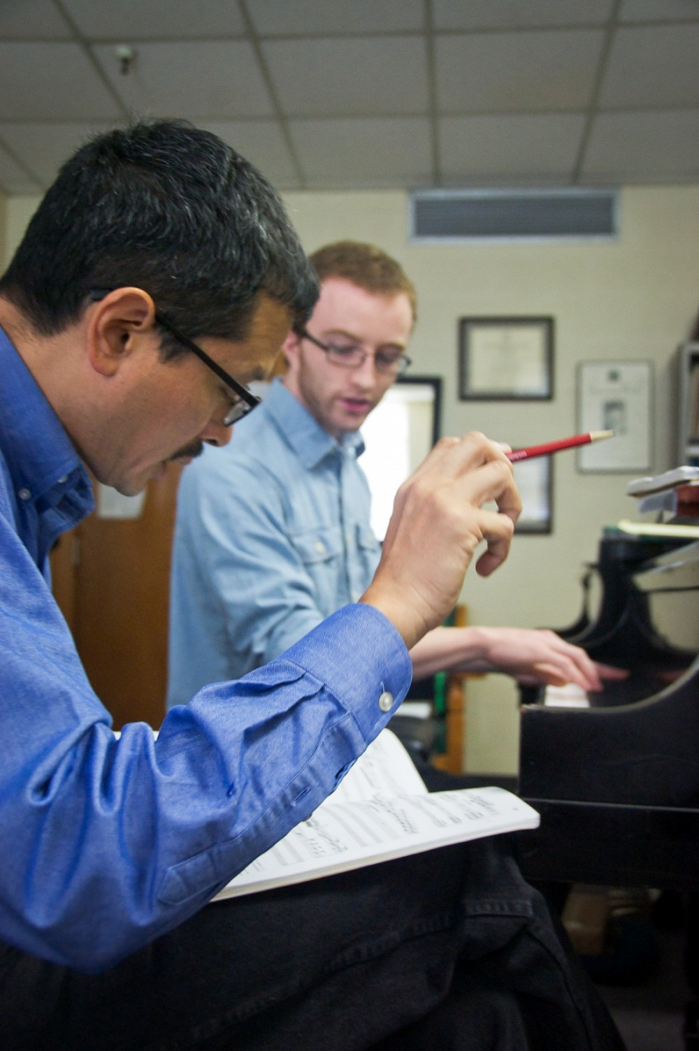 Kiyoshi Tamagawa works with student Paul Glasheen. (Photo by Anne Bannister)