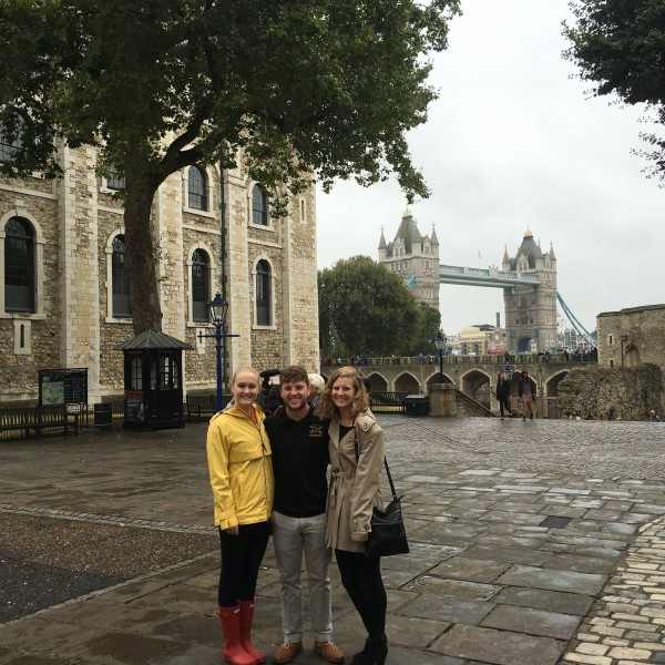 Parker Rankin '18 and other SU students in London.