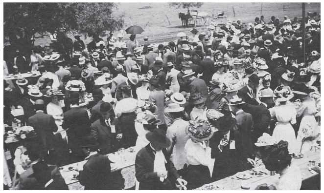 Homecoming Picnic in San Gabriel Park, 1909. This was the first homecoming celebration in Southwestern history. Former students raised funds, provided homes, prepared and served a barbecue supper, and decorated the town buildings. Members of the senior class waited tables. (Photo courtesy of Southwestern University, Special Collections)